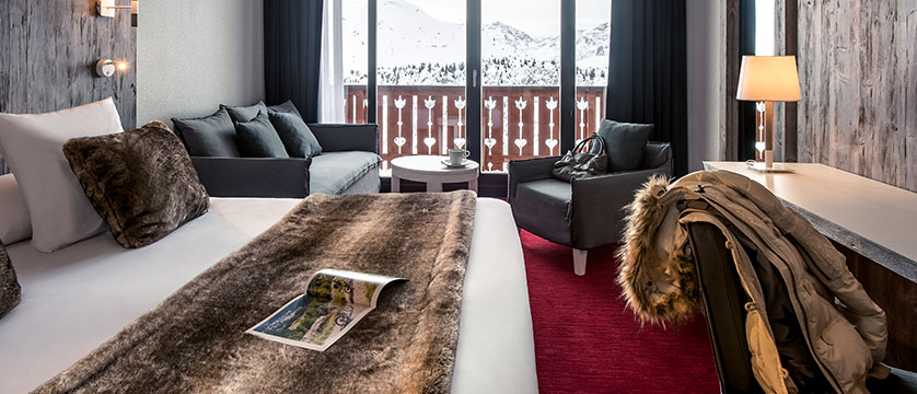 France_Alpe-dHuez_Hotel-Pic-Blanc-double-bedroom2.jpg